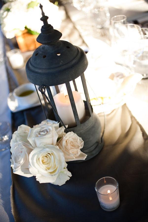 сватбена украса маса цветя свещник