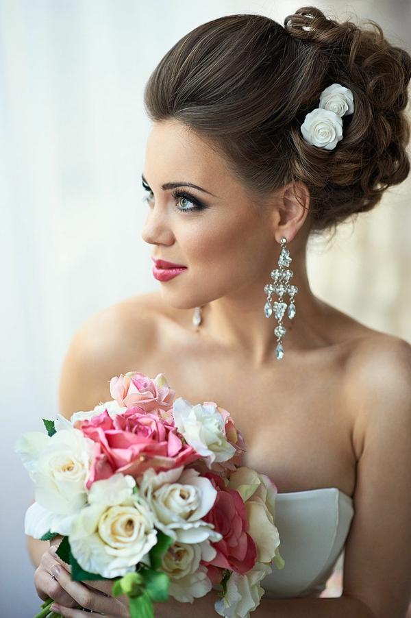 сватбени-прически-със-свежи-цветя