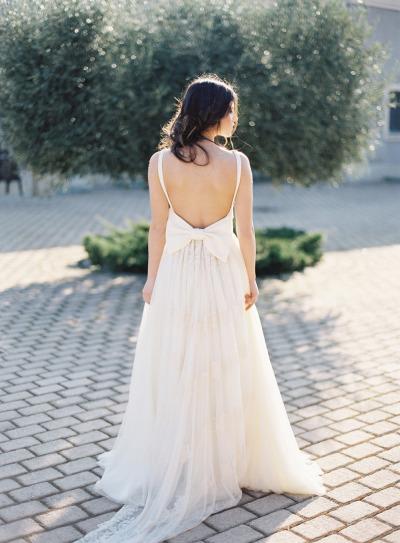сватбени рокли гол гръб