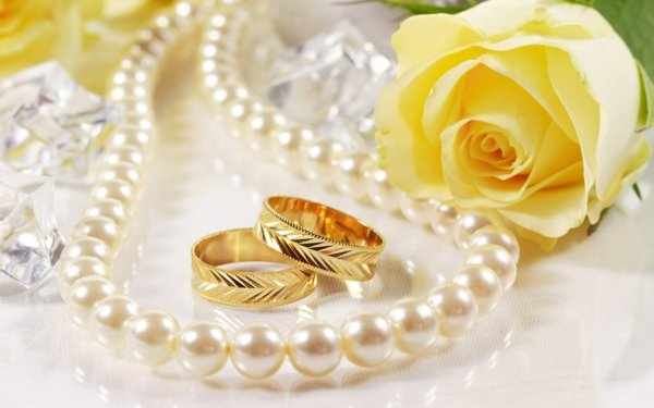 сватбени-халки-жълто-злато