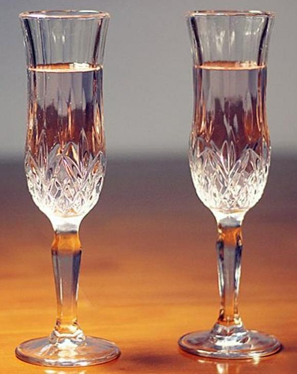 сватбени-чаши-лале