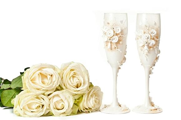 сватбени-чаши-бели-рози