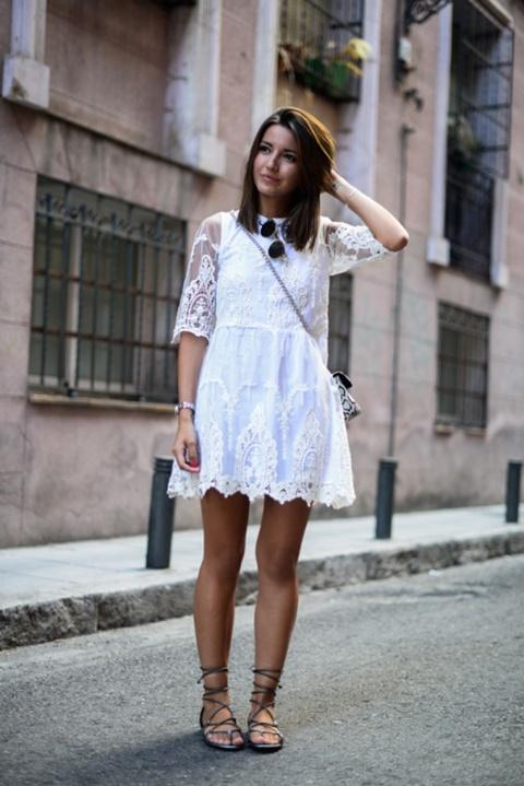 стрийт-стайл-къса-бяла-рокля-дантела