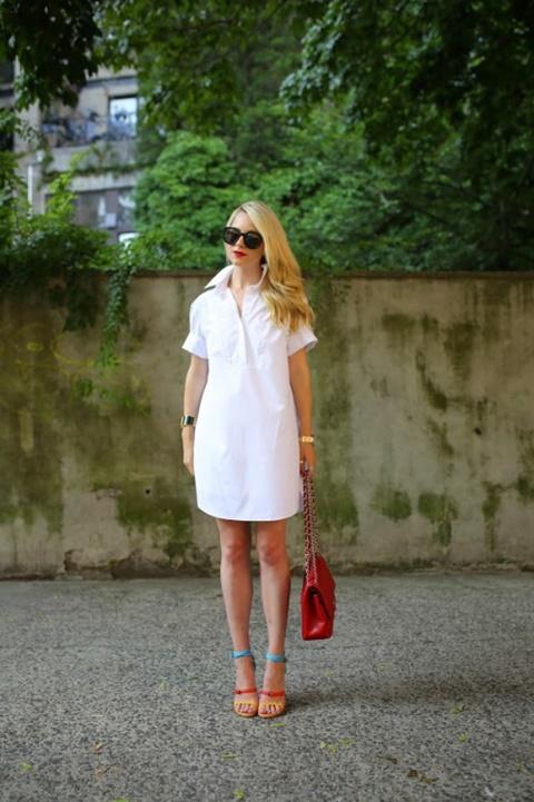 стрийт-стайл-къса-бяла-рокля-риза