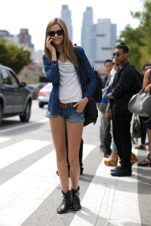 стрийт-стайл-къси-панталони-бяла-риза-мода