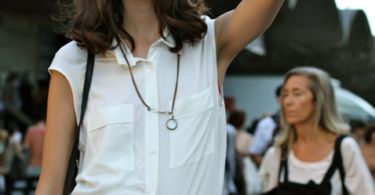 стрийт-стайл-къси-панталони-бяла-риза
