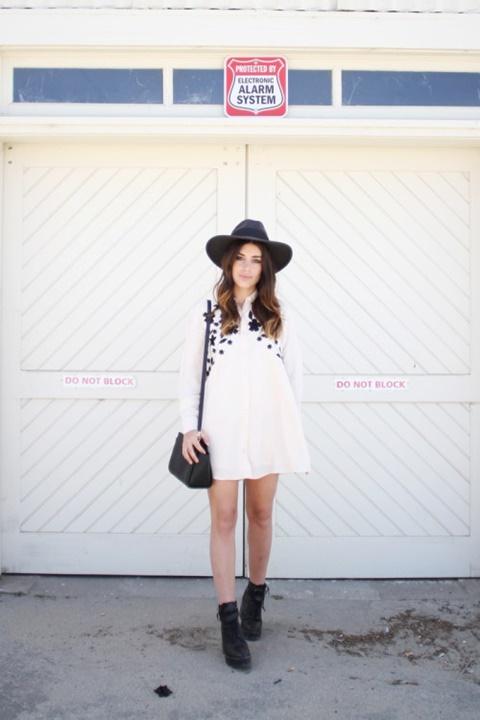 стрийт стайл малка бяла рокля бохемска