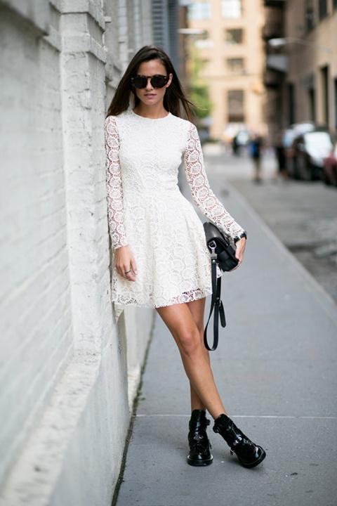 стрийт стайл малка бяла рокля дантела