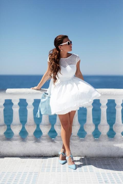 стрийт-стайл-малка-бяла-рокля-море
