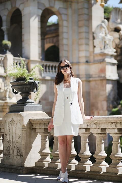 стрийт стайл малка бяла рокля