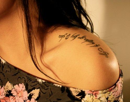 татуировки за жени на рамото