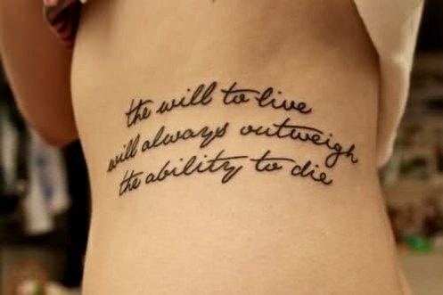 татуировки-за-жени-с-надписи-ребра