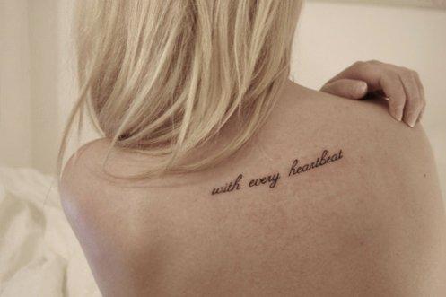 татуировки за жени - надписи