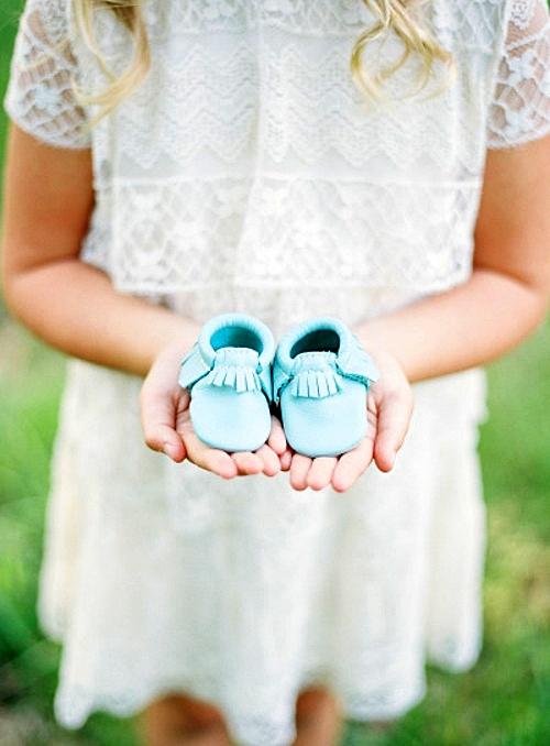 фотосесия-на-бременни-фотография-бебешки-обувки