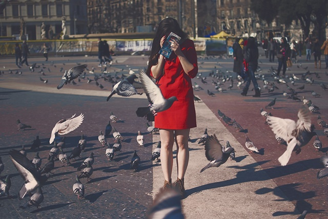 червена-рокля-савина-николова-гълъби
