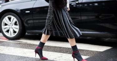 как да носим обувки с чорапи