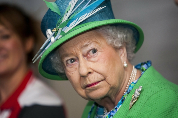 кралица-елизабет-прилича-на-миранда-пристли