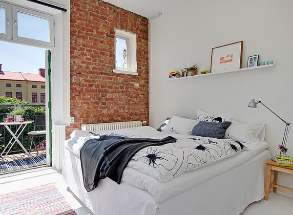 малка-спалня-тухлена-стена