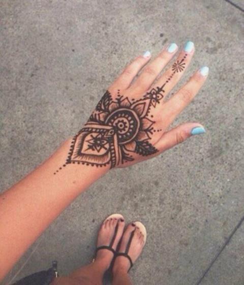 татуировки-с-цветя-15