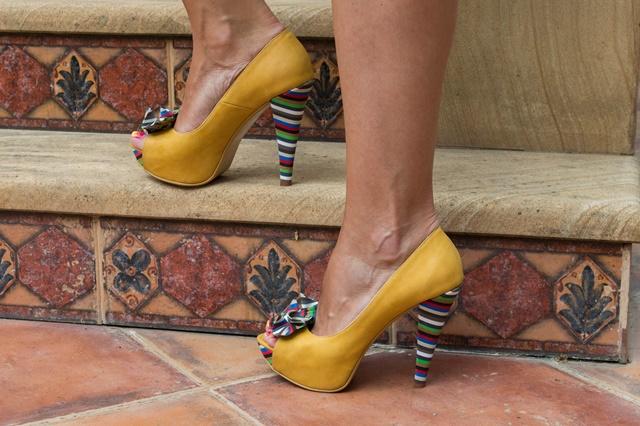 теодора-николова-жълти-обувки