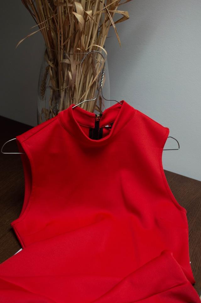 теодора николова червена рокля