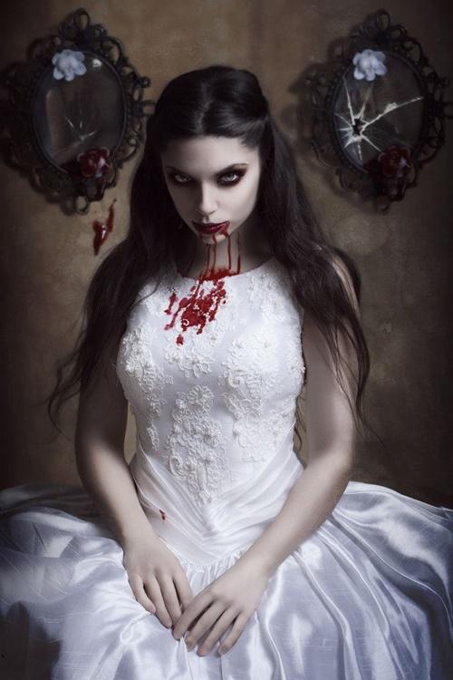 хелоуин-вампир