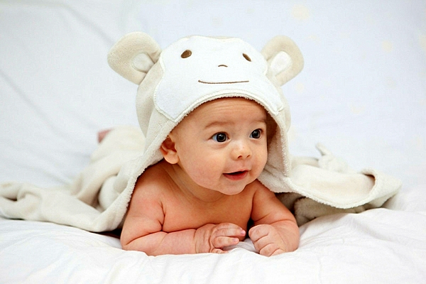bebe na 5 meseca