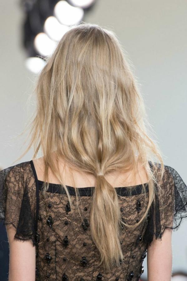 прически с вързана коса