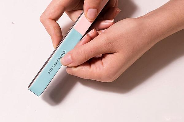 френски маникюр за къси нокти