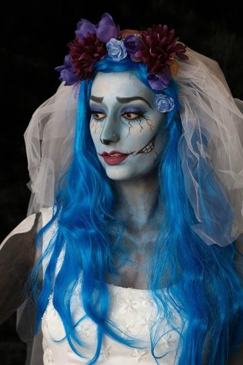 хелоуин костюми с цветни перуки