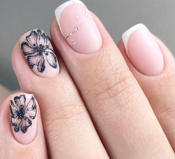 frenski manikur s dekoraciq s cvete