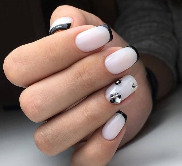 frenski manikur za kusi nokti s dekoraciq
