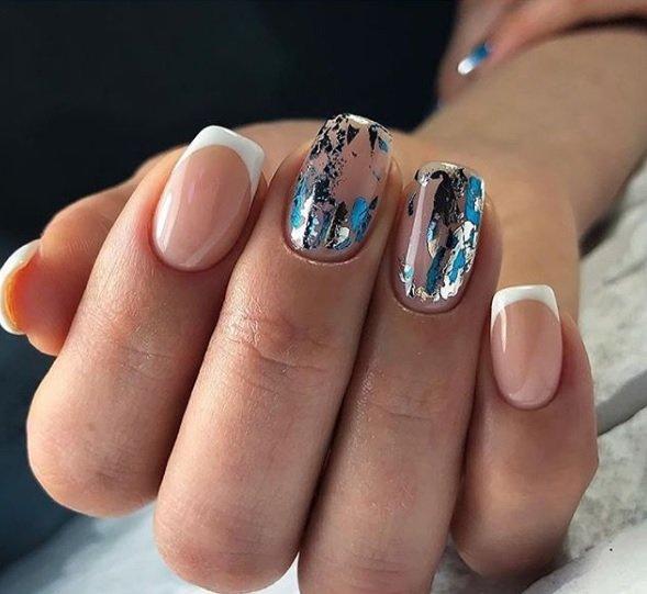 frenski manikur s dekoraciq za kusi nokti