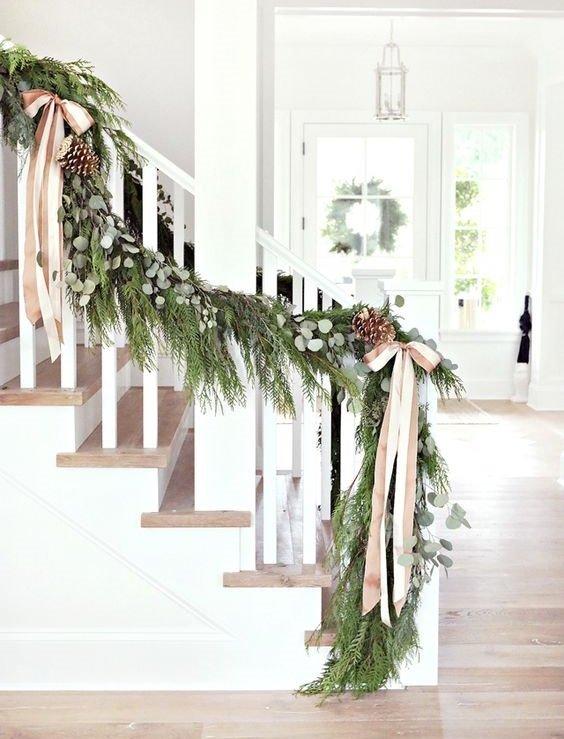 koledna ukrasa v bqlo i zeleno za doma