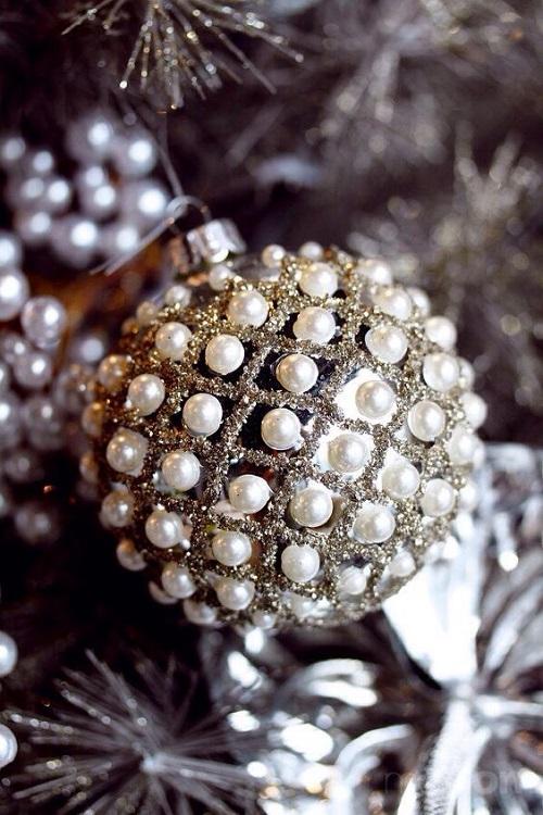 vintidj koledna igrachka s perli