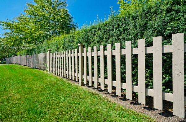 дървена-ограда