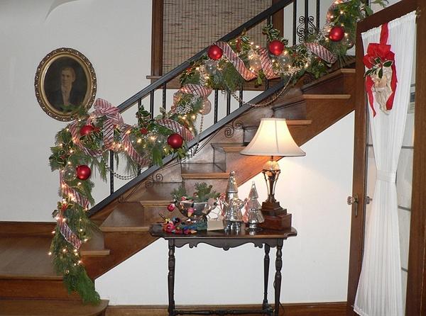коледна-украса-за-стълби