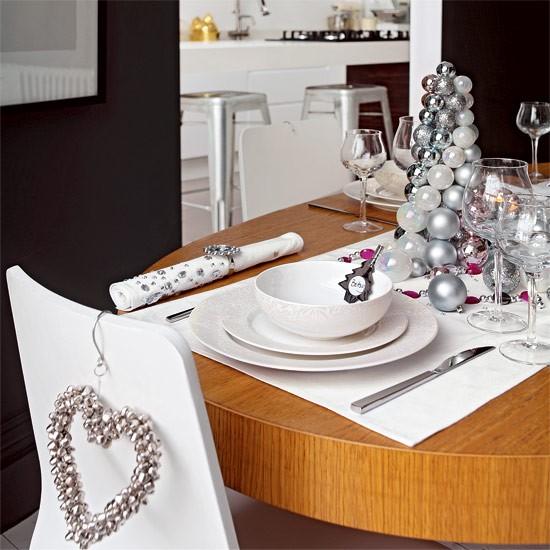 модерна коледна украса за маса