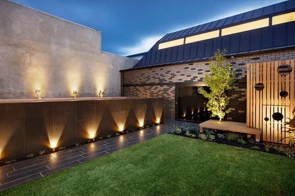 соларни-лампи-за-градината