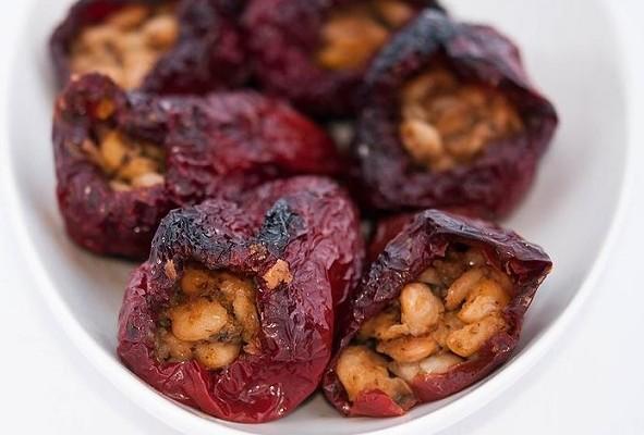рецепти за бъдни вечер - пълнени сушени чушки с боб