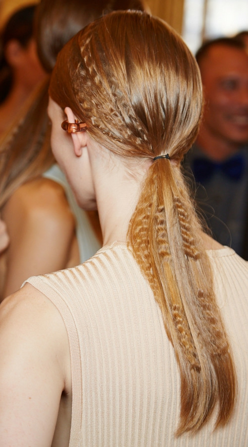прически-за-права-дълга-коса
