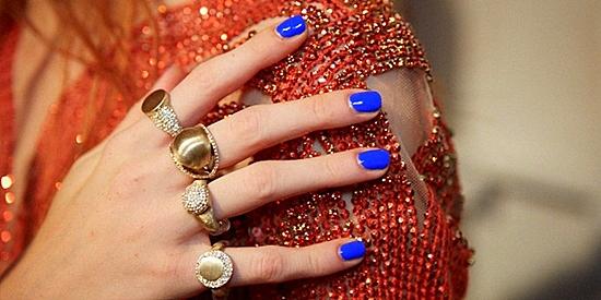 цвят лак за нокти