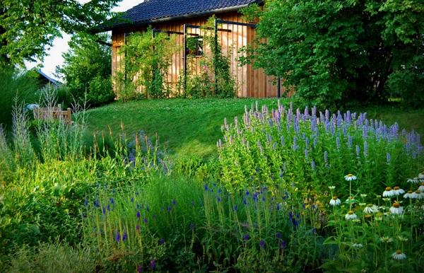 цветна-градина-в-двора