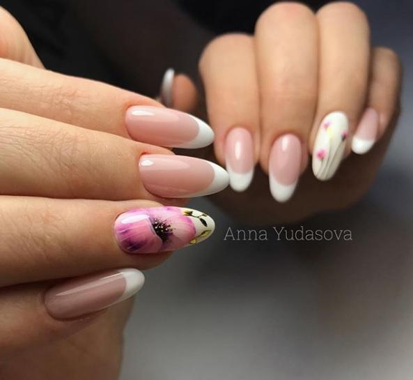 frenski manikur s dekoraciq cvete