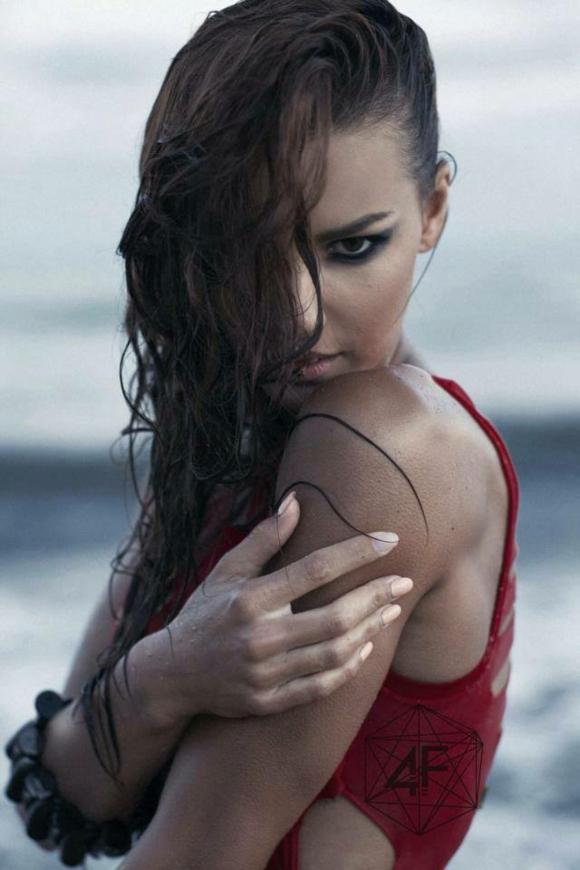 Момиче на седмицата: Вивиан Делийска