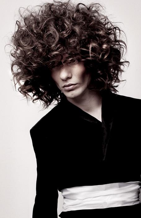 мъжки прически за къдрава коса