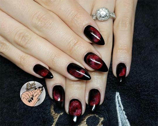 manikur za helouin v cherno i cherveno za ostri nokti