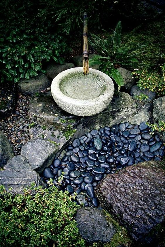 черни камъни
