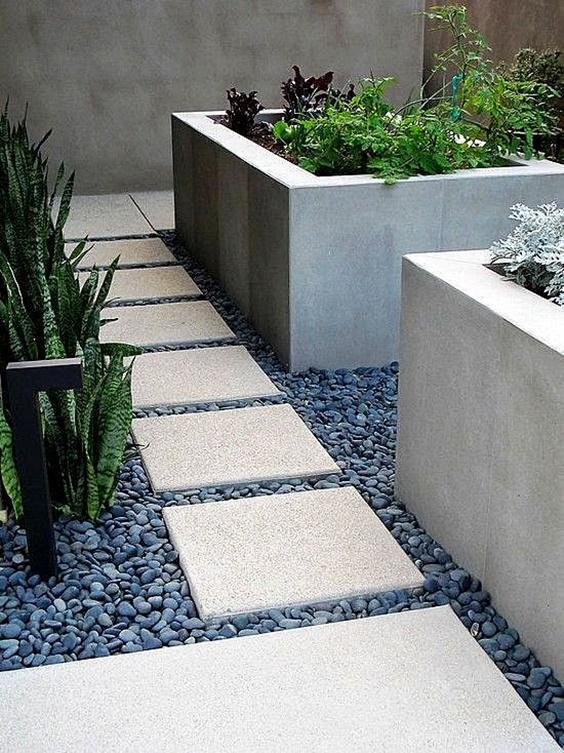 декор на градини с черни камъни