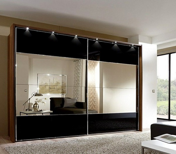 garderobi s ogledala